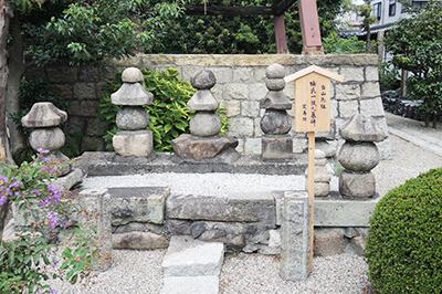 楠氏一族之墓碑